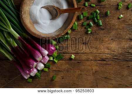 Fresh Onion With Old Salt Recipient