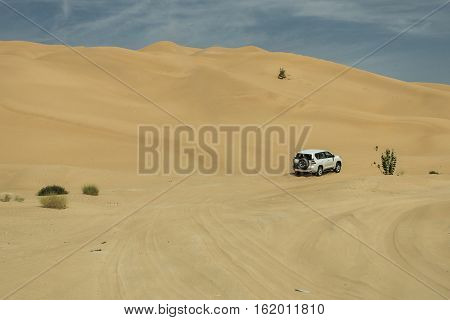 Jeeps traditional Safari Dune Bashing with tourists Oman Ubar in Desert Rub al Khali 9
