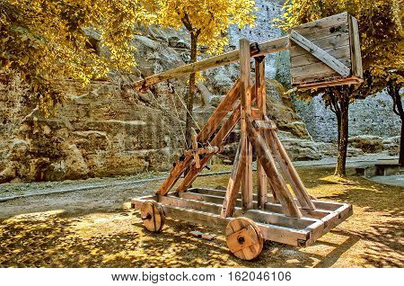 catapult wooden medieval ballistic distance weapon attack cannon
