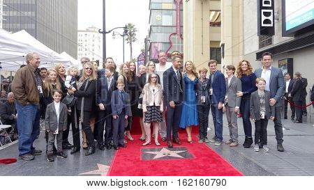 LOS ANGELES - DEC 15: Blake Lively, Ryan Reynolds, family at a ceremony as Ryan Reynolds is honored with a star on the Hollywood Walk of Fame on December 15, 2016 in Los Angeles, California