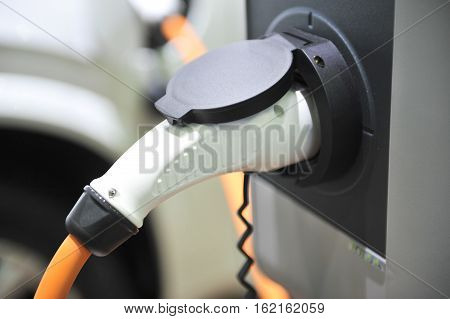 hybrid engine plug technology automobile recharging station