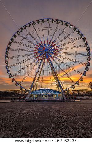 Place de la Concorde at sunset. Ferris wheel and Egyptian obelisk. Paris (France)
