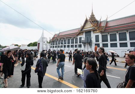 BANGKOKTHAILAND : Movement of Thai people mourners together on the road at Wat Phra Kaew on October 22 2016