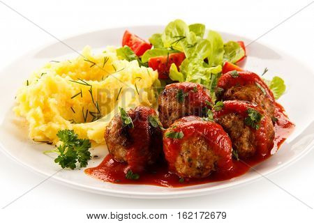 Broiled meatballs, puree and vegetables
