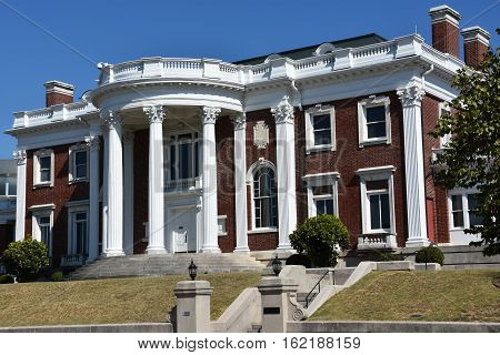 CHATTANOOGA, TN - OCT 5: The Faxon-Thomas Mansion, the original Hunter Museum of American Art, in Chattanooga, Tennessee, as seen on Oct 5, 2016. The museum includes the most complete collection of American art in the Southeast.
