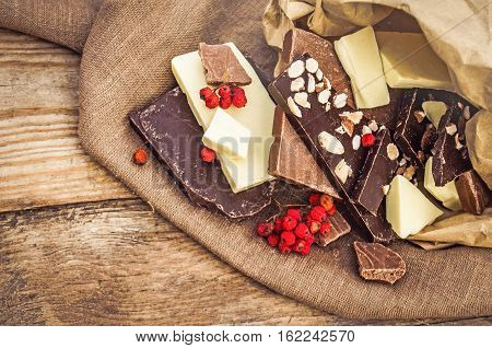Hocolate Mix With Nuts And Fruits