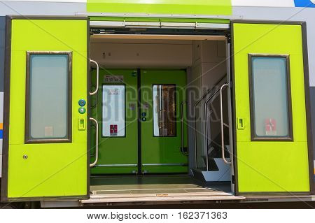 picture of an entrance door of a train