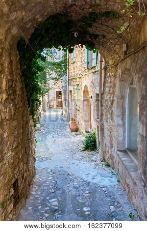 Alley With Archway In Saint-paul-de-vence