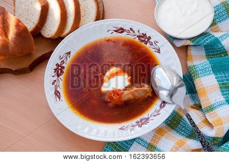 Spoon Lays On A Plate With Beetroot Ложка лежит на тарелке со свекольником