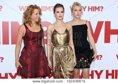 LOS ANGELES - DEC 17:  Lea Thompson, Zoey Deutch, Madelyn Deutch at the