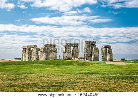 Stonehenge prehistoric megalith monument arranged in circle.