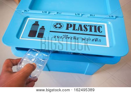 Garbage recycle bin for use plastic recycle