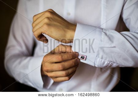 man wear a shirt and cufflinks correct clothes dressing man's style fees groom wedding preparations sense of style correcting sleeves