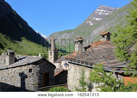 BONNEVAL-SUR-ARC, FRANCE: The church and traditional houses in Vanoise National Park, Northern Alps