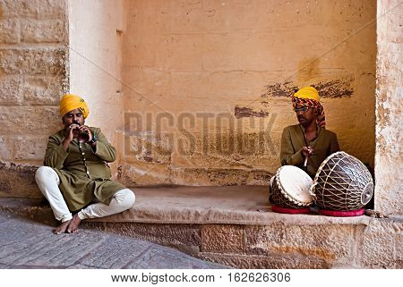 JODHPUR, RAJASTHAN/ INDIA - SEPTEMBER 20, 2013: Indian musicians in traditional dress playing musical instruments in Meherangarh fort on September 20, 2013 in Jodhpur, India