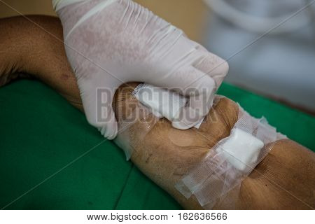 Patients with kidney disease, the blood dialysis.