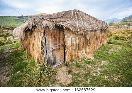 Hut or straw hut used for shelter in the Andean highlands