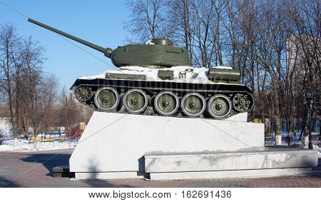 a monument to the tank, a symbol of victory in the war, blue sky