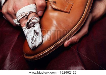 Shoes Master Polishing Shoes With Cloth Bull Shoes Glacage .shoes Shining.closeup