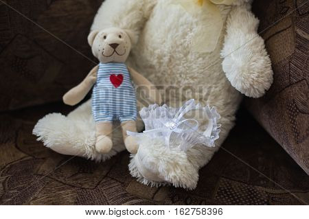 bride's garter, cute children's toy, to prepare for the wedding