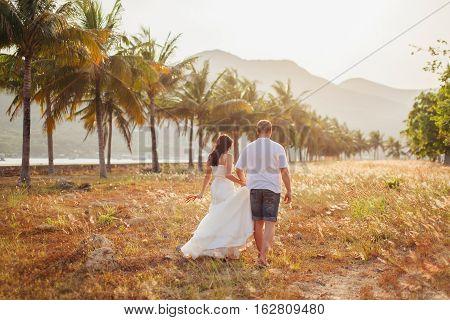 Honeymoon Wedding Couple Travel Back View