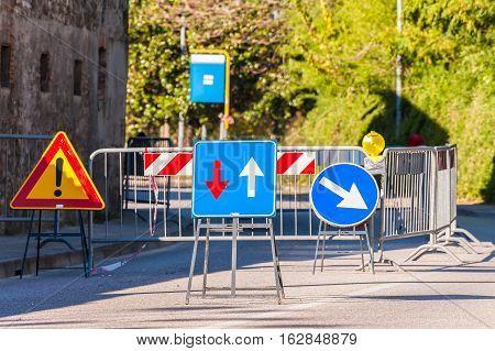 Alternate One-way Signal.