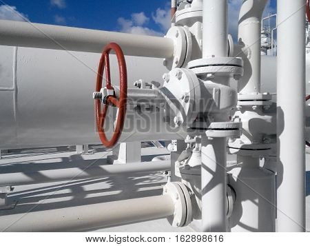 Latch on the pipeline. Equipment for primary oil refining.