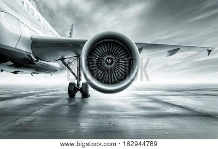 turbine of an airliner against the sun