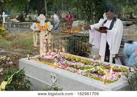 KOLKATA WEST BENGAL INDIA - NOVEMBER 2ND 2014 : Priest and relatives at