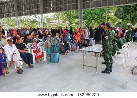 Yala Thailand December 27 2016 Soldier Physician Undertake Service Treat Villager Southern In Thailand.