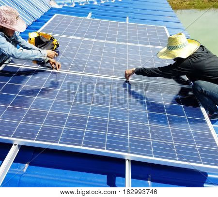 Technicians are installing solar cells on the roof,Thai solar cells
