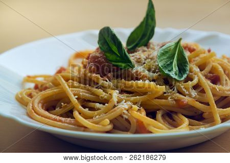 Plate Of Tomato And Basil Spaghetti. Healthy Food. Pasta Food. Plate Of Tomato Pasta. Spaghetti Past