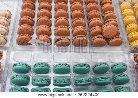 Colored macrons mix