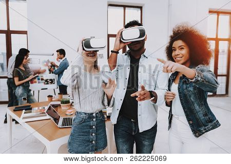 Brainstorming. Virtual Reality Glasses. Look. Designers. Young Specialists. Choose Colors For Design