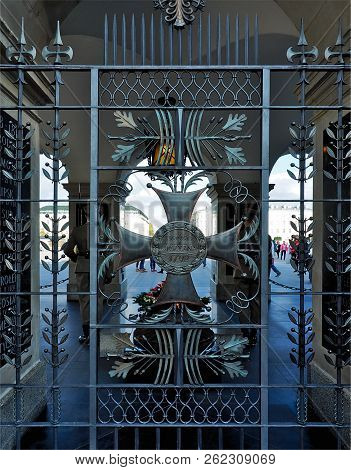 Honor And Fatherland.  Warsaw, Poland - October 01, 2018 Decorative Lattice Of The Unknown Soldier O
