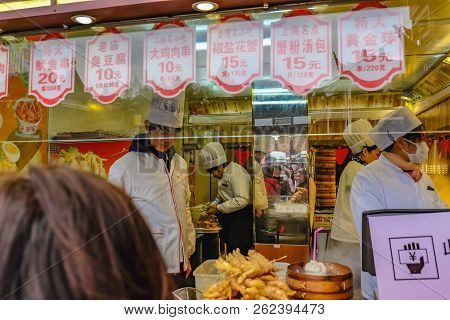 Shanghai/china -  January 25 2015:unidentified Chinese Chef Cook And Trade Traditional Food At Yuyua