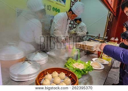 Shanghai/china -  January 27 2015:unidentified Chinese Chef Cook And Trade Traditional Food At Yuyua