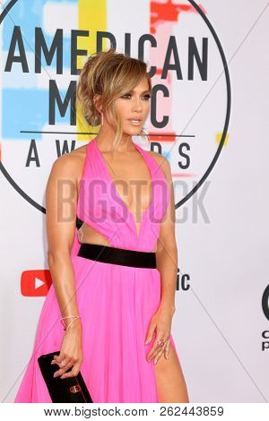 LOS ANGELES - OCT 9:  Jennifer Lopez at the 2018 American Music Awards at the Microsoft Theater on October 9, 2018 in Los Angeles, CA