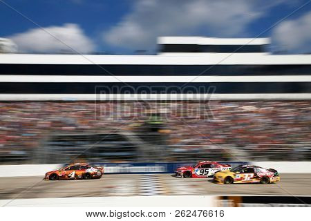 October 07, 2018 - Dover, Delaware, USA: Kevin Harvick (4) races down the frontstretch during the Gander Outdoors 400 at Dover International Speedway in Dover, Delaware.