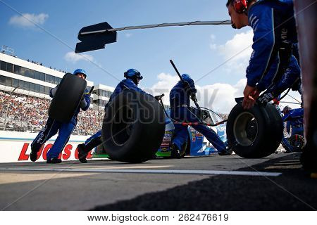 October 07, 2018 - Dover, Delaware, USA: Kyle Larson (42) brings his car down pit road for service during the Gander Outdoors 400 at Dover International Speedway in Dover, Delaware.