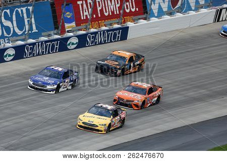 October 07, 2018 - Dover, Delaware, USA: Matt DiBenedetto (32) races through the field off turn two at  the Gander Outdoors 400 at Dover International Speedway in Dover, Delaware.