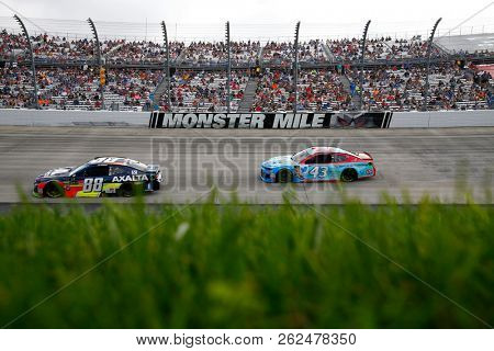 October 07, 2018 - Dover, Delaware, USA: Alex Bowman (88) races during the Gander Outdoors 400 at Dover International Speedway in Dover, Delaware.