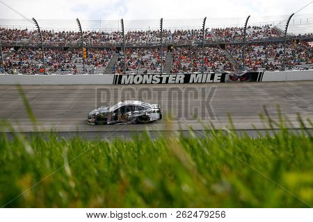 October 07, 2018 - Dover, Delaware, USA: Aric Almirola (10) races during the Gander Outdoors 400 at Dover International Speedway in Dover, Delaware.