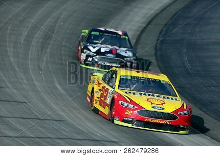 October 07, 2018 - Dover, Delaware, USA: Joey Logano (22) races through the field off turn two at  the Gander Outdoors 400 at Dover International Speedway in Dover, Delaware.