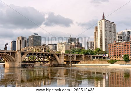 St. Paul, Mn/usa - September 30, 2018: The Downtown St. Paul Skyline In Early Morning Featuring The