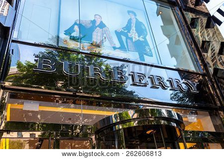 Chicago, Il - July 10, 2018 - Store Entrance Of Burberry, A Brithish Based High-end Fasion Brand