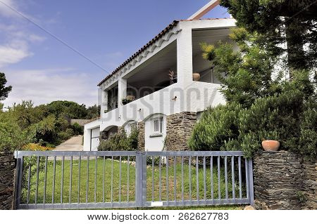 Quadaques, Spain - September 6, 2018: A House Of Cadaques With Spanish Architecture Of Catalonia Reg