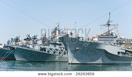 visit of US navy 7th Fleet flagship in the russia Vladivostok near the russian frigate