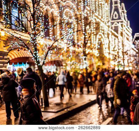 People On Christmas Eve Walk Around The City