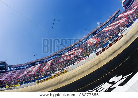 BRISTOL, TN - MAR 25:  The start of the Food City 500 NASCAR Nextel Cup race at the Bristol Motor Speedway in Bristol, TN on Mar 25, 2007